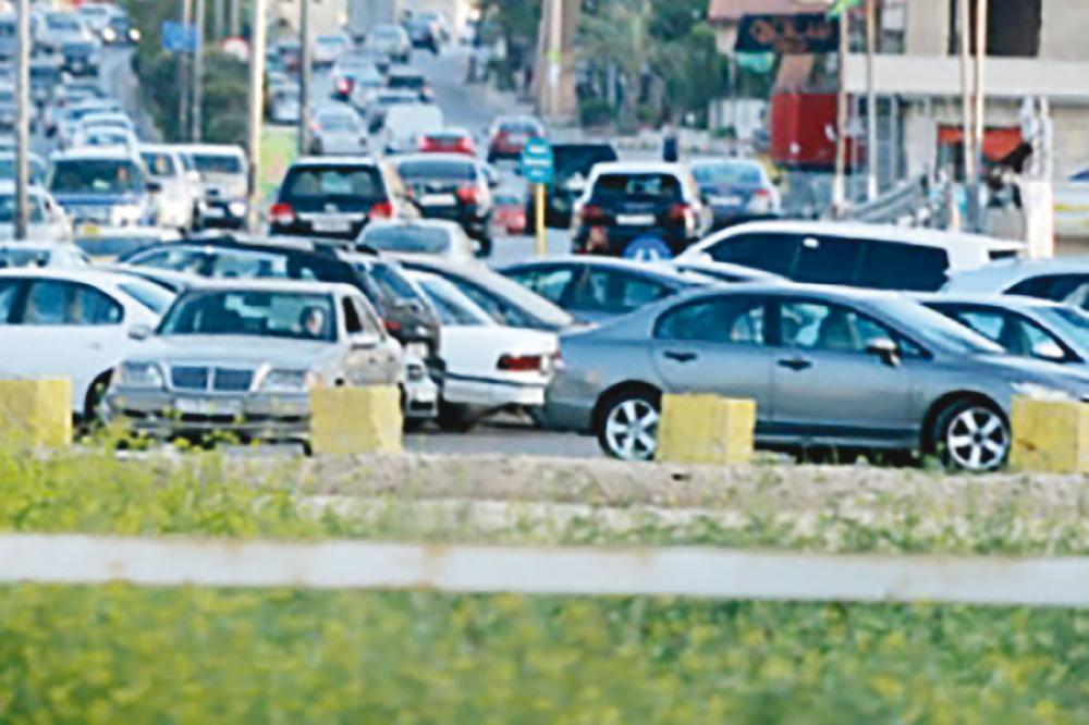 نقص مواقف السيارات .. يضع المواطن بين فكي كماشة الفاليت أو المخالفة
