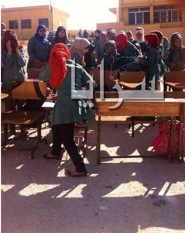 بالصور ...  طالبات ثانوية فاع يضربن عن الدراسة للمطالبة بنقل مديرة مدرستهن