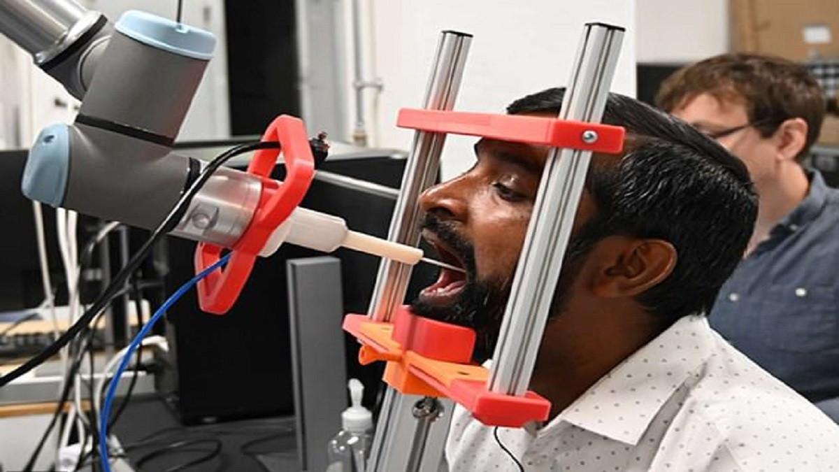 لحماية الأطباء ..  ابتكار أول روبوت لاختبار مرضى كورونا  ..  فيديو