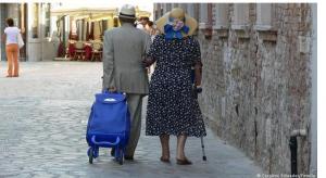بعد 61 عاما من حياة زوجية سعيدة زوج وزوجة يموتان بنفس اليوم