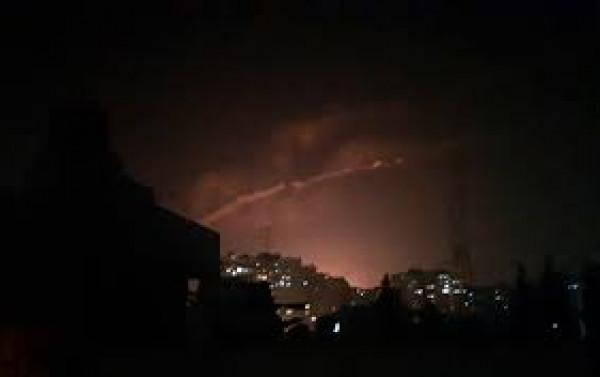 سانا: المضادات الجوية السورية تتصدى لأهداف معادية فوق دمشق