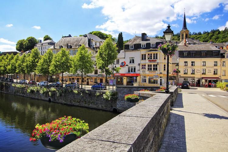 بالصور  ..  استمتع بالسياحه في مدينة بويلون بلجيكا