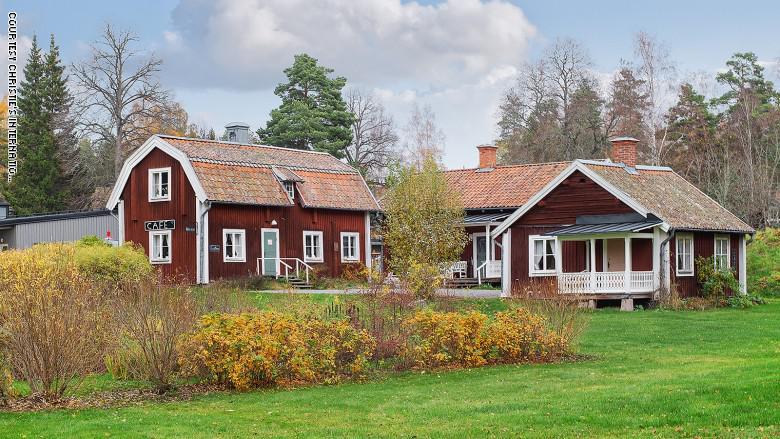 للبيع ..  قرية بالسويد مساحتها نحو 26 كيلومترا مربعا ..  إليكم السعر