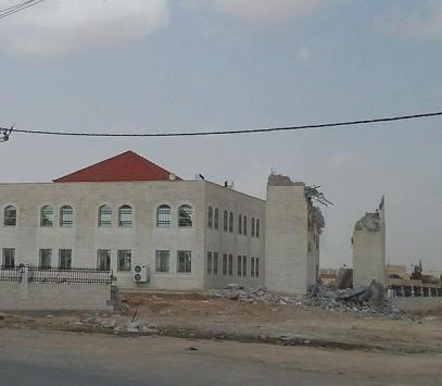 بالفيديو والصور  ..  هدم مئذنة ثالث أكبر مسجد في الأردن بعد انهيار الأولى