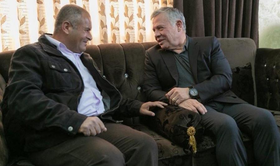 الملك في زيارة مفاجئة للمصاب العسكري غسان الزواهرة