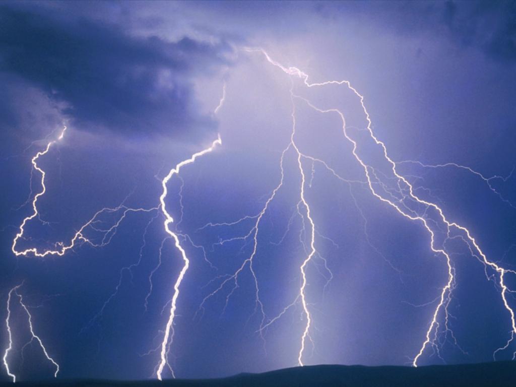 أمطار مصحوبة بالرعد والبرّد