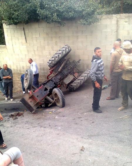 بالصور ..  وقوع حادث سير في بلدة علار بطولكرم