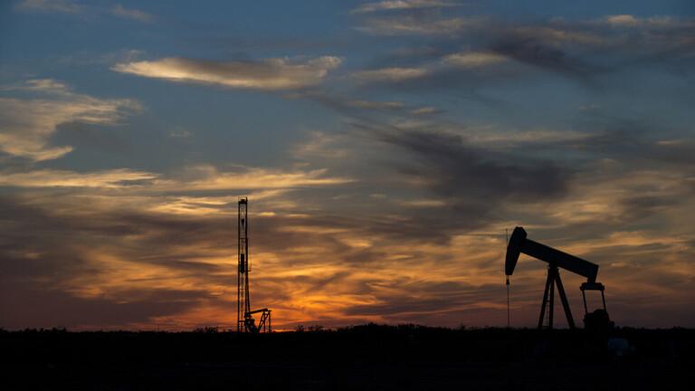 """انخفاض أسعار النفط و""""برنت"""" يسجل مستوى دون 34 دولاراً للبرميل"""