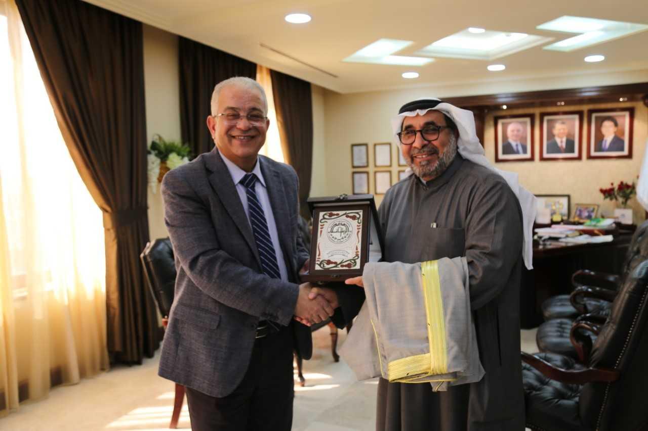 رئيس جامعة الزيتونة الأردنية يلتقي المدير العام للإدارة العامة للطيران المدني في دولة الكويت