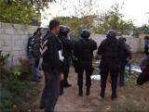 القاء القبض على مطلوب خطير أصاب أفراد بالأمن العام بالرصاص العام الماضي