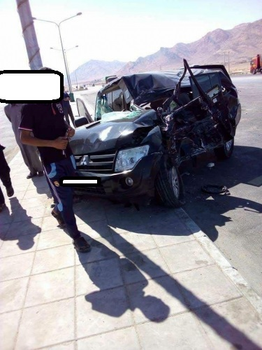 بالصور .. أربعة اصابات نتيجة حادث تصادم حافله ومركبة سياحية على طريق القويره