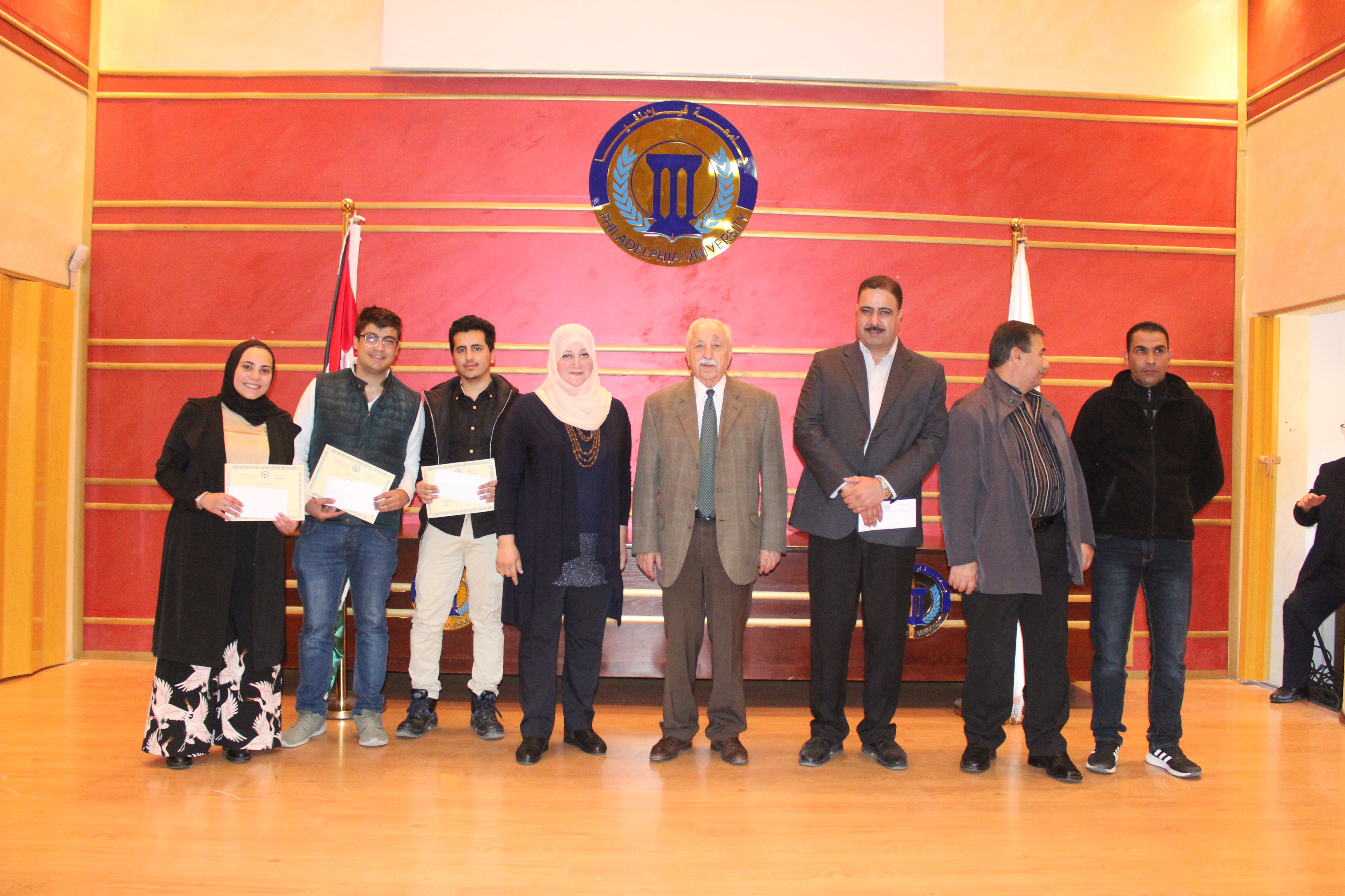 جامعة فيلادلفيا تكرم الطلبة الفائزين بمسابقة التصوير الفوتوغرافي