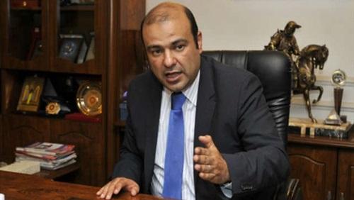 منع وزير التموين المصري من السفر بتهمة الفساد في قضية قمح