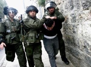 اعتقال خمسة فلسطينيين بينهم طفل في القدس والضفة