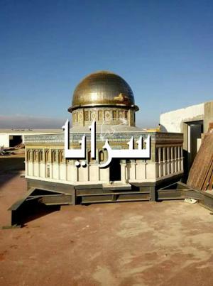 بالصور  ..  بلدية الكرك تشيد مجسم لقبة الصخرة تضامناً مع القدس