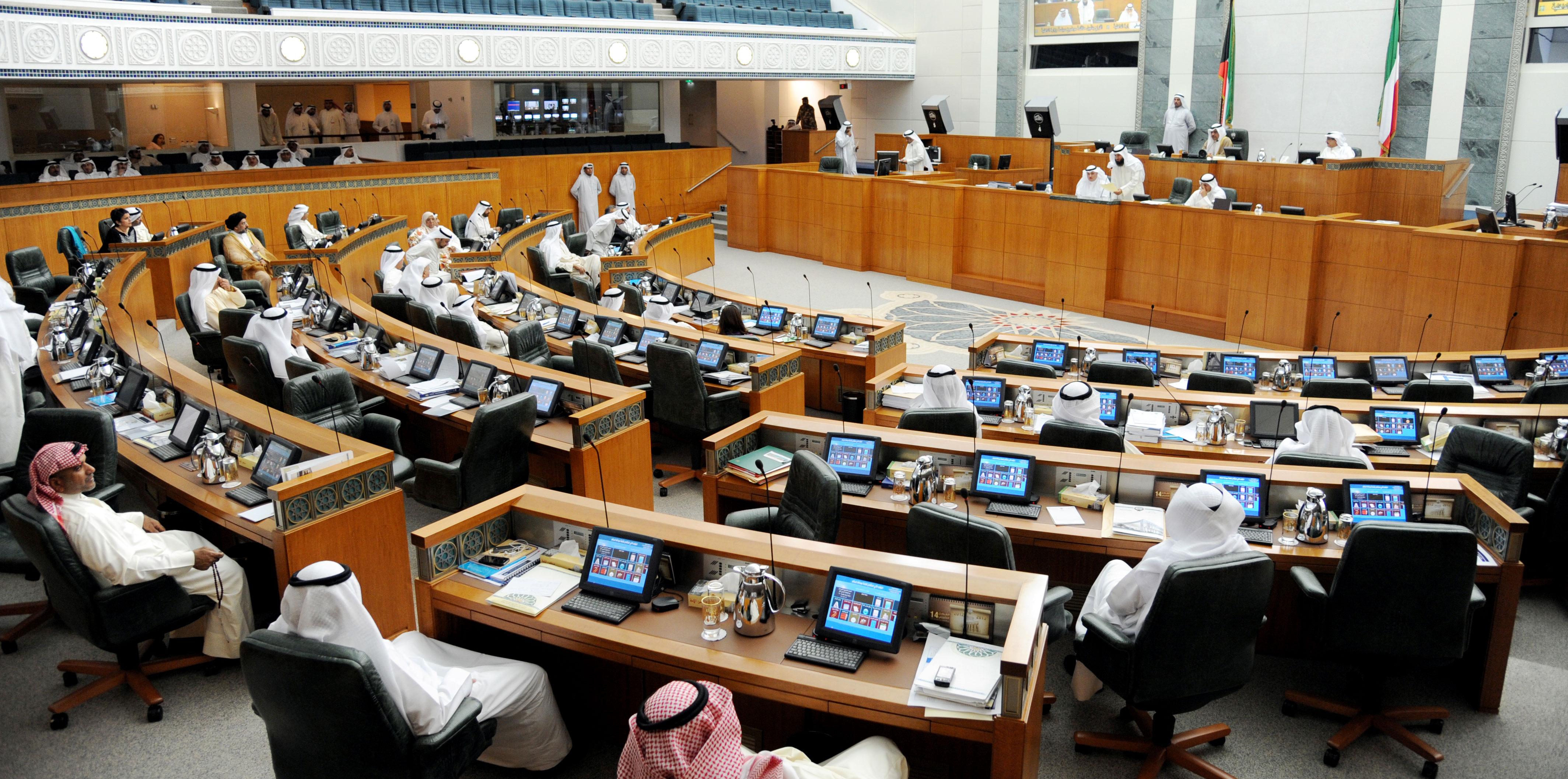 الكويت: جدل واسع بعد الكشف عن تلقي نواب لرواتب من الحكومة