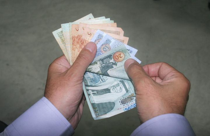 الاردنيون يقترضون من البنوك 1.5 مليار دينار