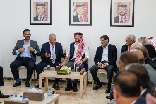 بالفيديو  ..  ولي العهد يلتقي وجهاء عشائر الشونة الشمالية