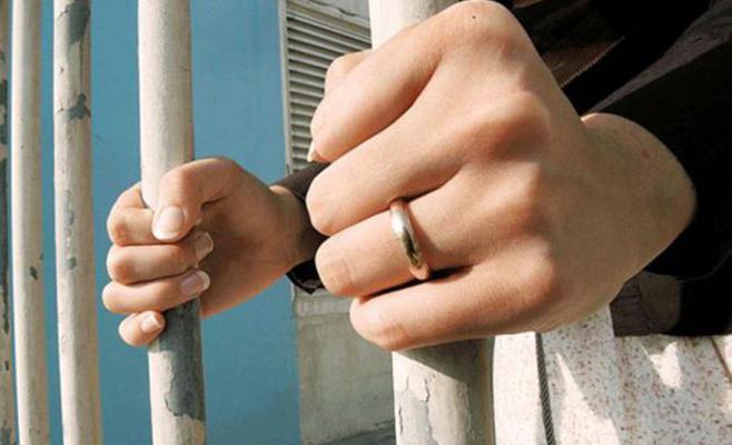 7 سوريات يتحدثن عن اغتصابهن بسجون النظام
