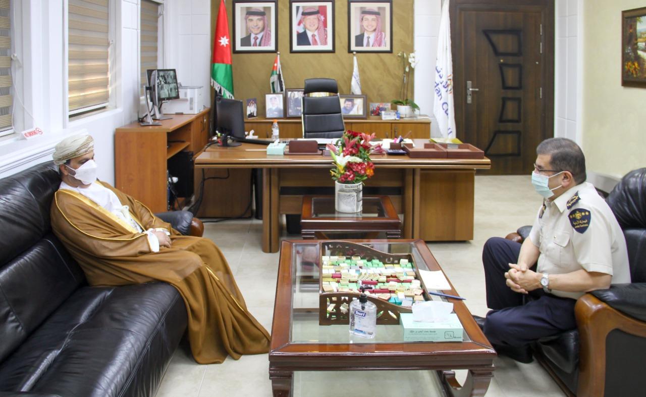 مدير عام الجمارك يستقبل السفير العُماني