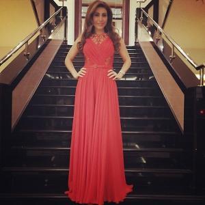 بالصور إطلالة أنيقة ليارا بالفستان الأحمر في حفل بالكويت