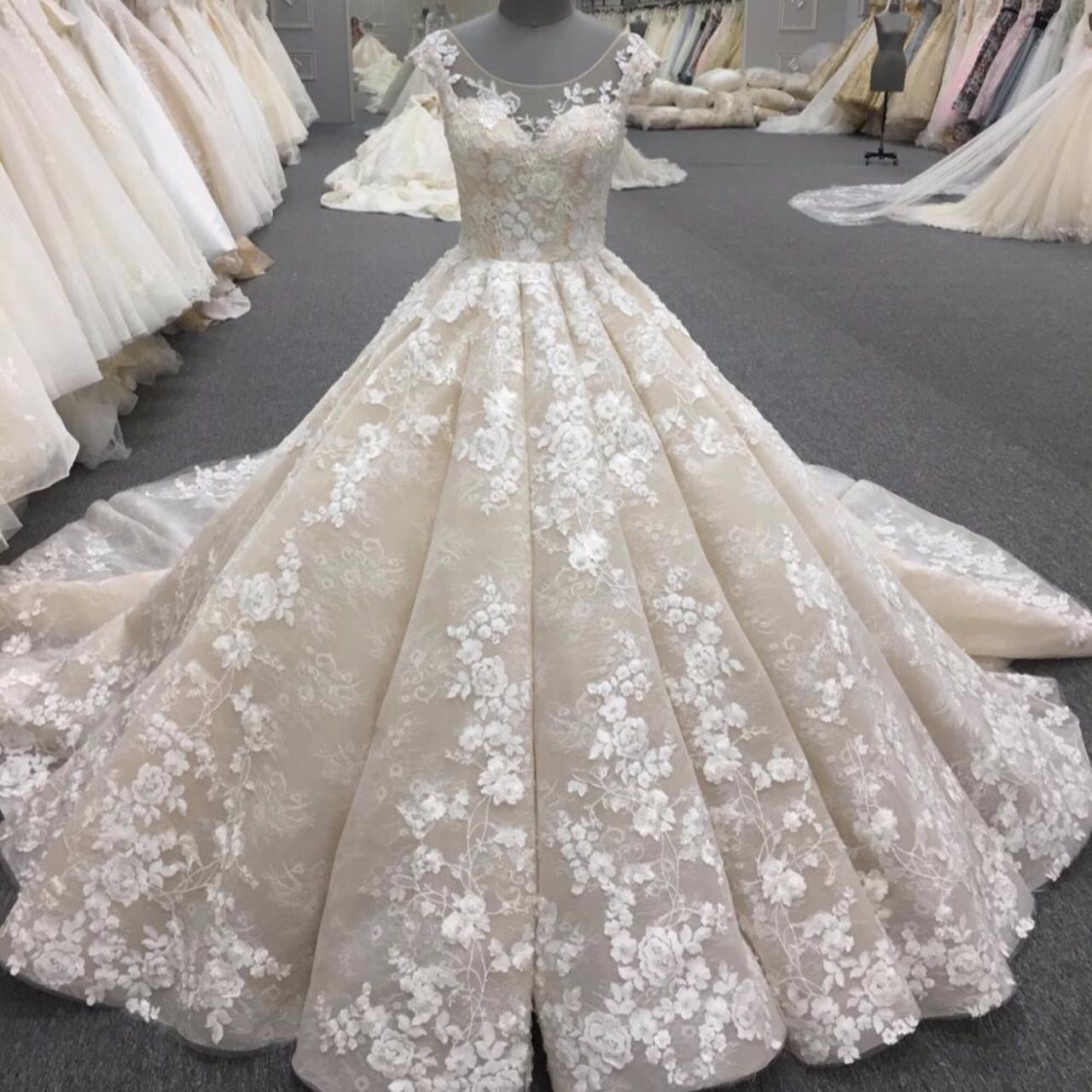 تفسير رؤية فستان الزفاف