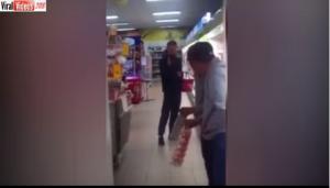 بالفيديو.. متسوق مخمور يتشاجر مع انعكاس صورته بالمرآة!!