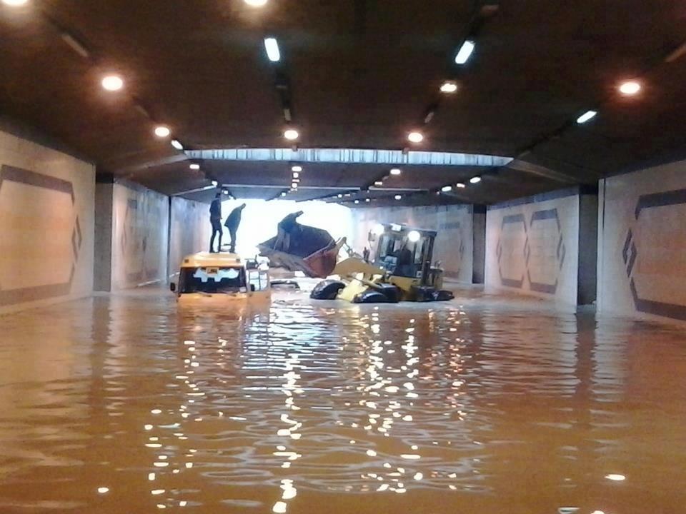 بسبب الامطار الغزيرة... مواطنون يطالبون بمحاسبة المسؤولين عن عدم جاهزية الأمانة للظروف الجوية