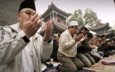 الصين تشن حملة ضد مسلمي الإيغور وتجبرهم على تسليم المصاحف وسجاجيد الصلاة
