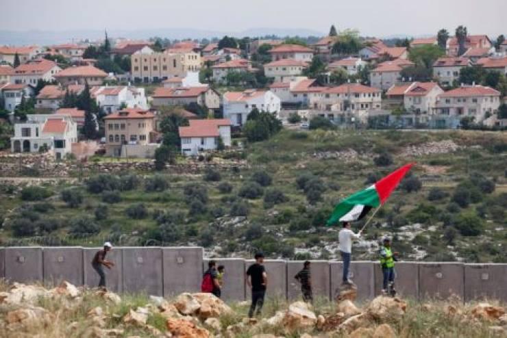 بريطانيا تطالب الكيان الصهيوني بوقف الاستيطان