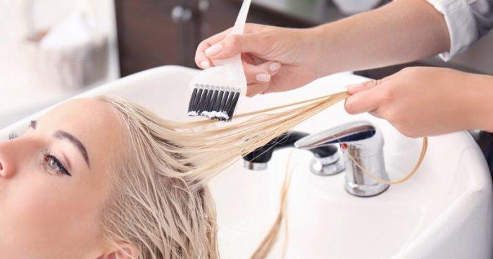 دراسة: تعرض النساء لصبغات الشعر يعرضهن لمخاطر الإصابة بالسرطان