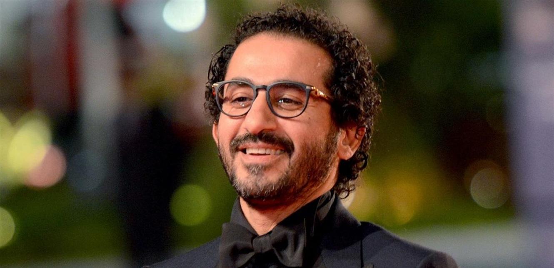 أحمد حلمي بالأبيض و الأسود  ..  شاهدوا كيف كان بسنواته الأولى