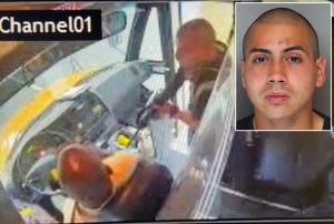 بالفيديو  ..  جندي أمريكي مسلح يخطف حافلة مدرسية بأطفالها ثم يتخذ القرار الأغرب