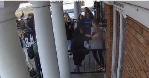 بالفيديو :أردنية تفتح أبواب المسجد لإنقاذ زملائها في أمريكا
