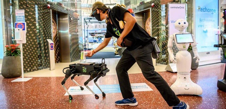 """بالصور ..  الروبوت """"الكلب"""" بتكنولوجيا الـ""""5G"""" لتعقيم اليديْن!"""