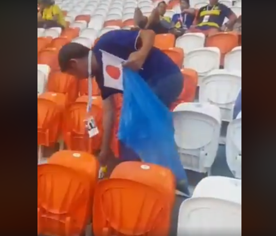بالفيديو  ..  شاهد ماذا فعل المشجعون اليابانيون بالمدرجات الروسية بعد مباراة منتخبهم بكأس العالم