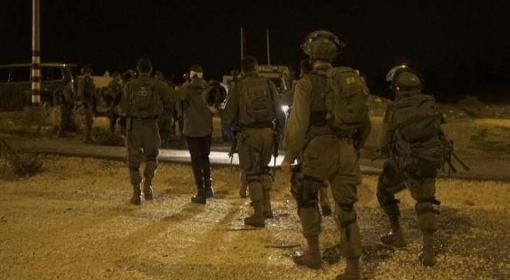اعتقال 7 أشخاص في الضفة