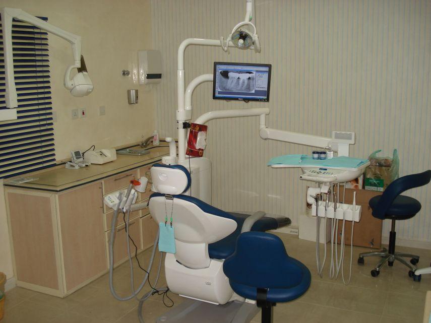 مادبا: إغلاق 5 عيادات أسنان وإلغاء ترخيص 3 صيدليات