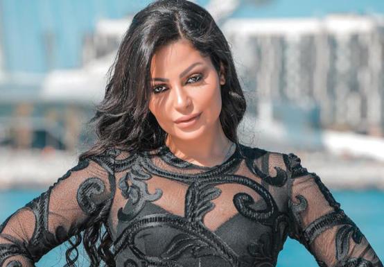 اصابة المغنية المصرية سمر بحادث سير مروع
