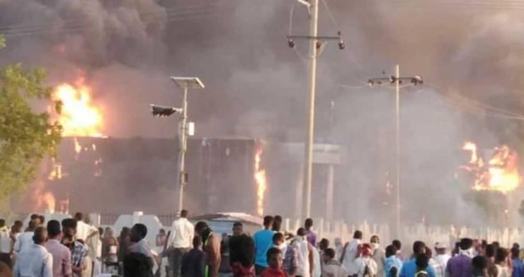 السودان ..  مقتل طفل وطبيب في مواجهات بين الشرطة ومتظاهرين