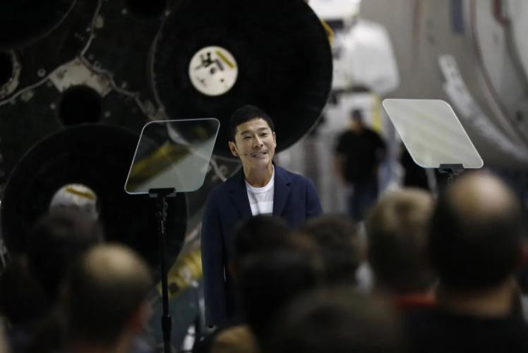 بالفيديو  ..  ملياردير ياباني يبحث عن أشخاص للذهاب معه إلى القمر