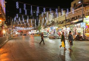 بالصور..غرفة تجارة عمان تنير شوارع تجارية في العاصمة ومراد: تنشيط السياحة لدعم كافة الأنشطة الاقتصادية الاخرى
