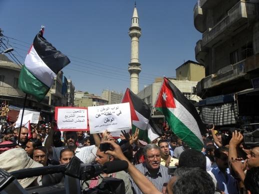 مسيرة من الحسيني لساحة النخيل نصرة للقدس