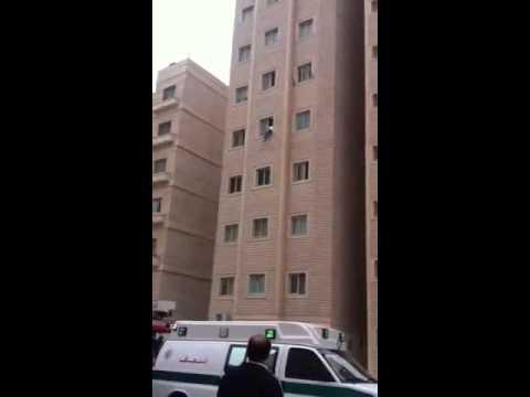 بالفيديو ..  لحظات مثيرة لمحاولة انتحار مصري بالكويت