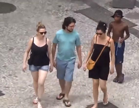 فيديو لا يصدق  ..  لصوص يهاجون الناس في الشوارع بوضح النهار في البرازيل و لا أحد يتدخل