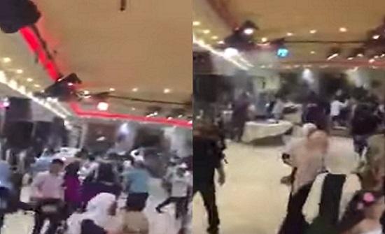 بالفيديو ..  عراك عنيف وإصابات في حفل زفاف بسبب رقصة الدبكة
