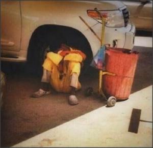 بالفيديو .. عامل نظافة تحول الى افضل مهاجم فى العالم