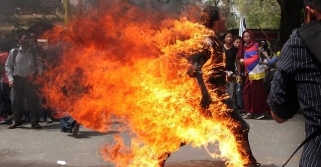 وفاة خمسيني أشعل النار بنفسه في بلدة النعيمة باربد