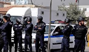 الأمن يحاوط منازل تم إجلاؤها في الزرقاء تخوفاً من حرقها في الزرقاء