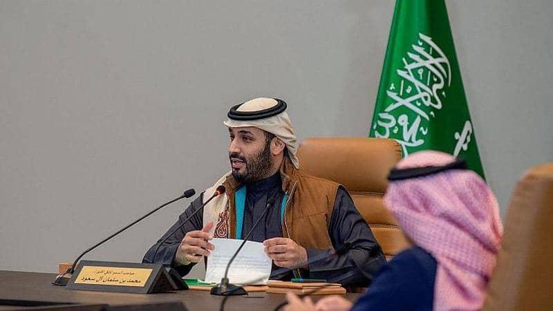 بالصور  ..  جاكيت ولي العهد السعودي يًثير تفاعلاً كبيراً … وينفذ من المتاجر بلحظات